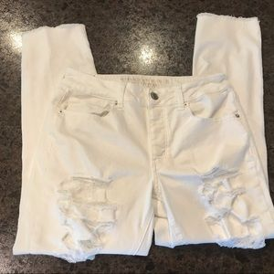 American Eagle Distressed White Jeans Size 8